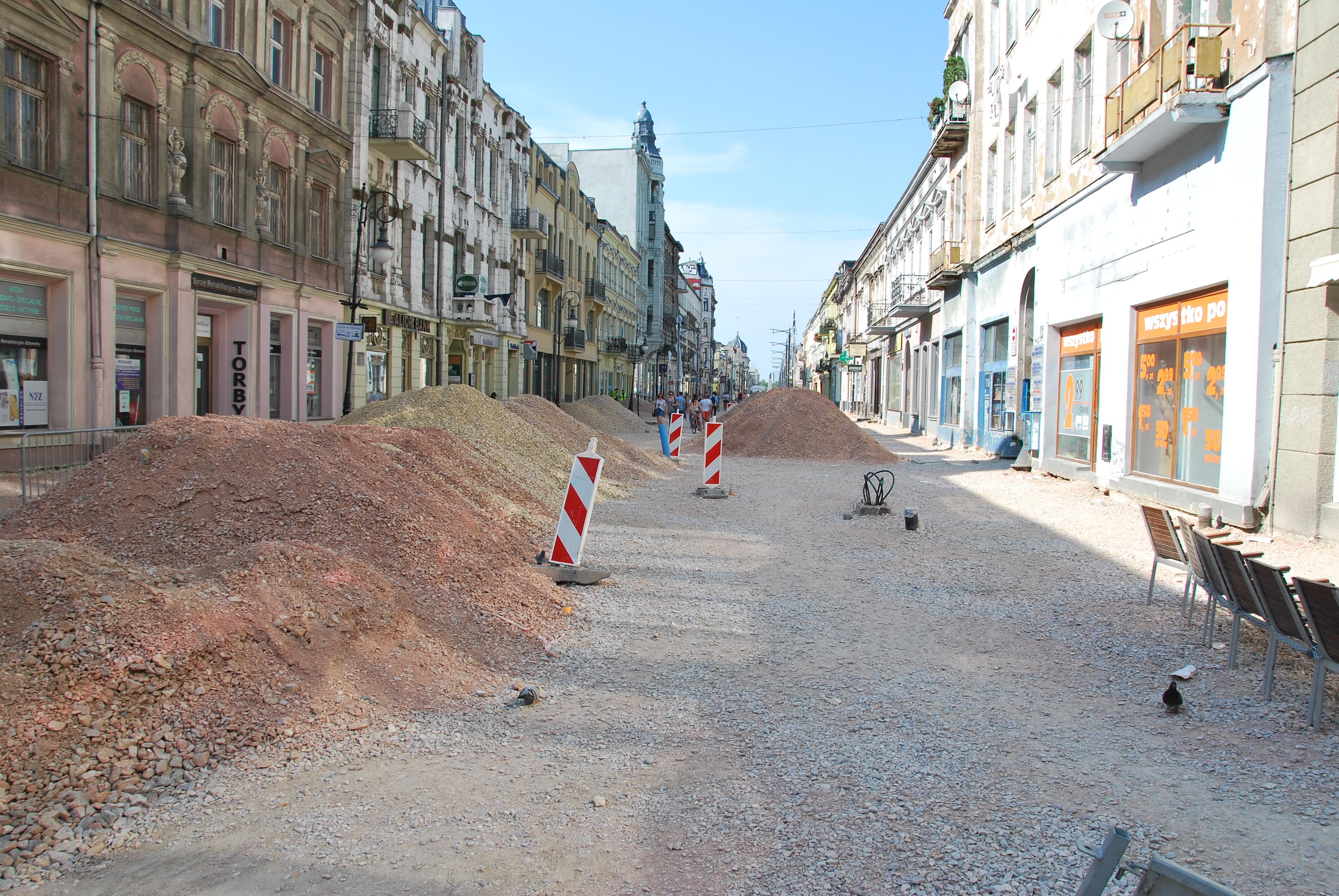 Renovation of Piotrkowska Street 05 Łódź June 2013.jpg Polski: Przebudowa ul. Piotrkowskiej w Łodzi, lipiec 2013 English: Renovation of Piotrkowska