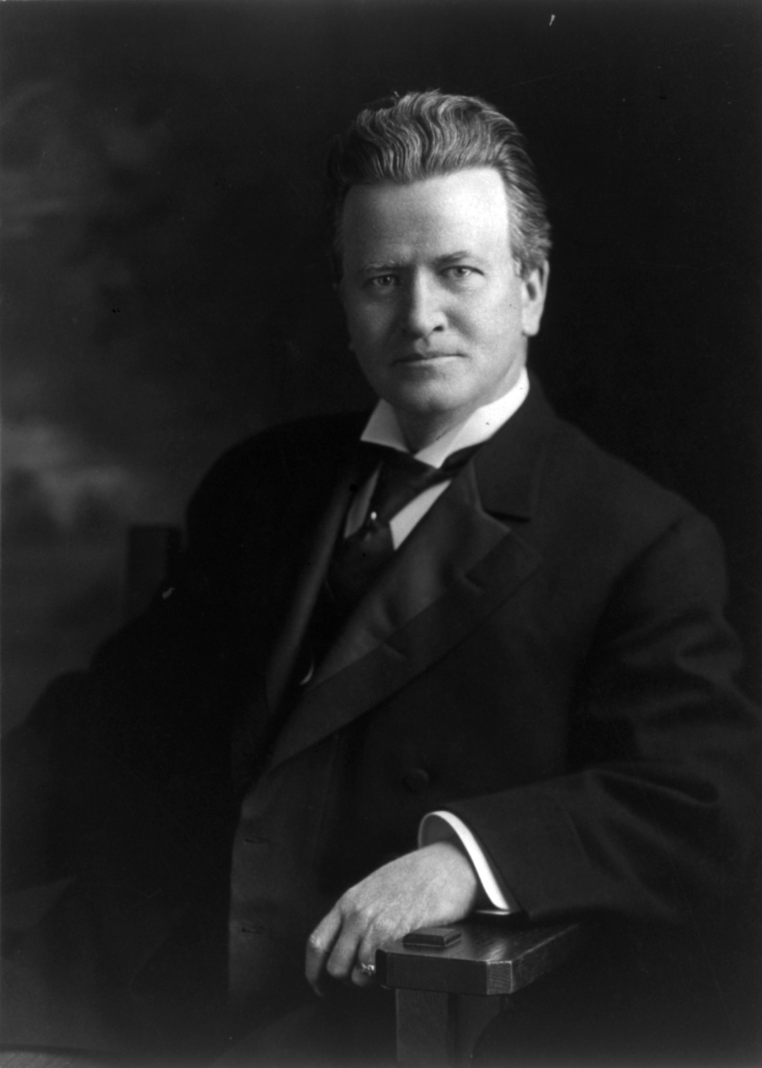 robert la follette Robert m la follette: robert m la follette, us leader of the progressive movement, who as governor of wisconsin (1901–06) and us senator (1906–25) was noted.
