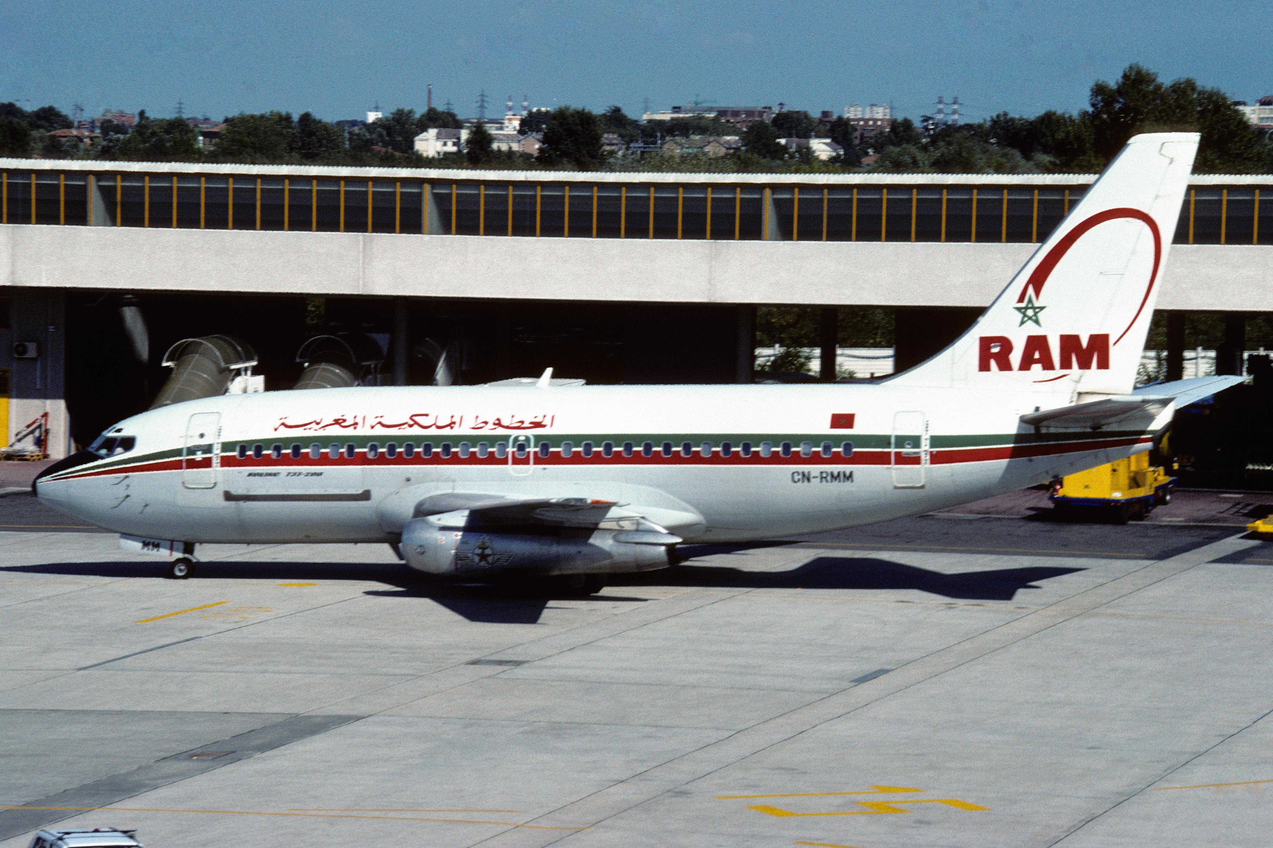 Anciens avions de la RAM - Page 2 Royal_Air_Maroc_Boeing_737-2B6C_%28CN-RMM_951_23049%29_%288011350546%29