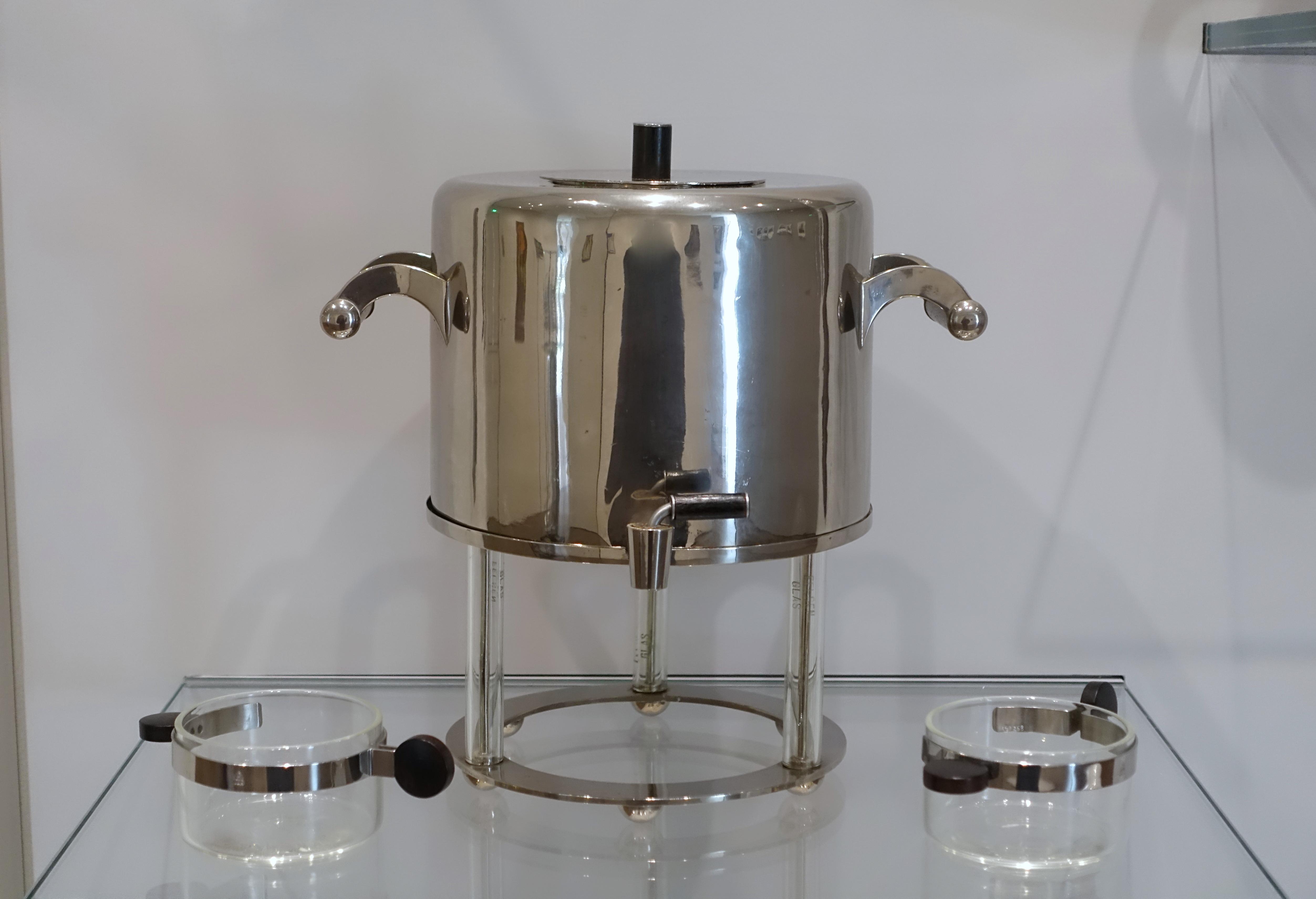 File:Samovar by Marianne Brandt, 1925, nickel silver, ebony, glass, and Tea glass holders by Josef Albers, 1925, chrome-plated steel and ebony - Busch-Reisinger Museum - Harvard University - DSC01622.jpg