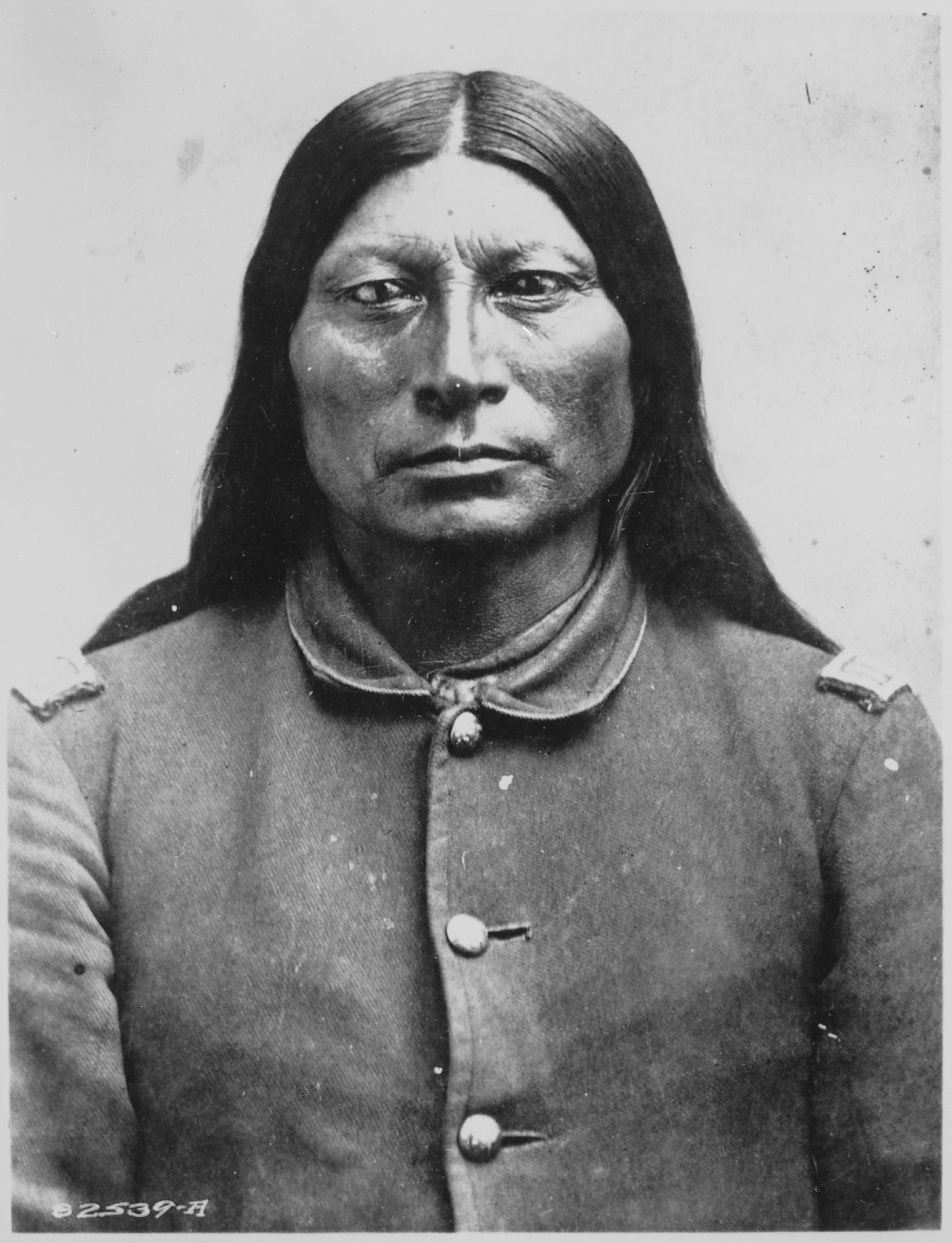 Cherokee Facial Features >> File:Sharp Nose (Ta-qua-wi), a Northern Arapaho chief ...
