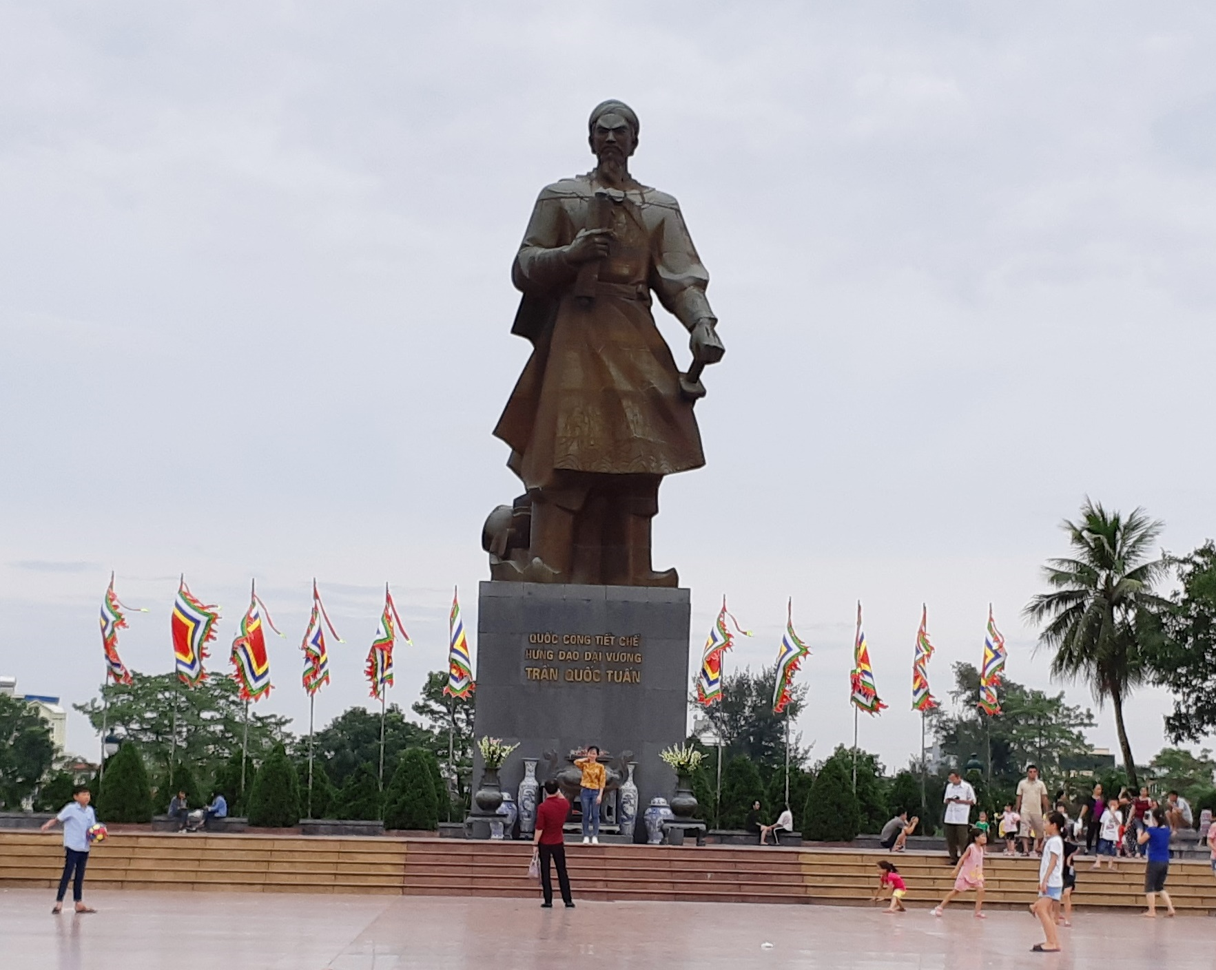 File Statue Of Tran Hung Dao Nam Dinh City Vietnam 03 Jpg Wikimedia Commons