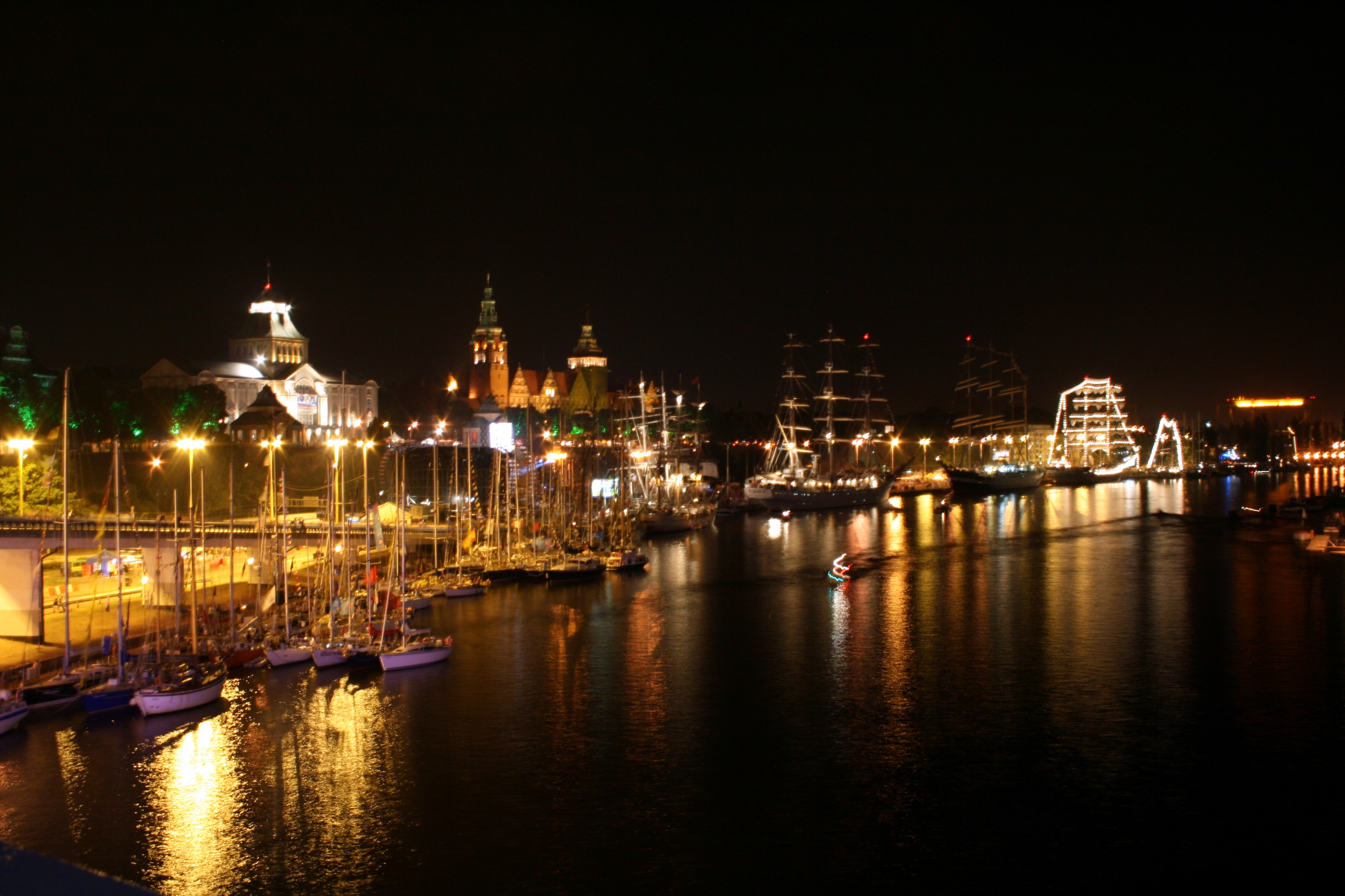 File Szczecin by night 01 Wikimedia mons