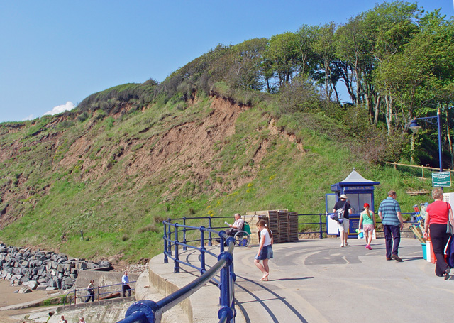 The end of Filey promenade - geograph.org.uk - 833233
