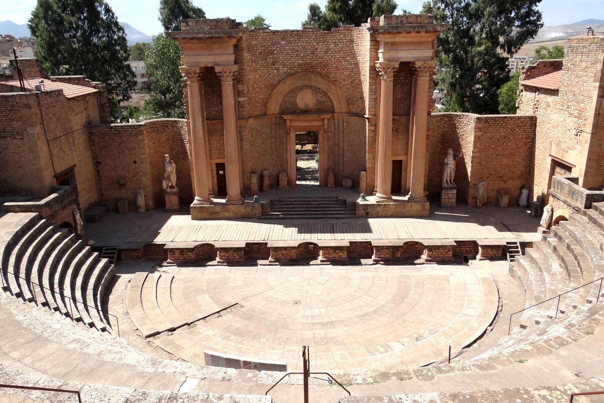 A la découverte de l'Algérie : le théâtre antique de Guelma
