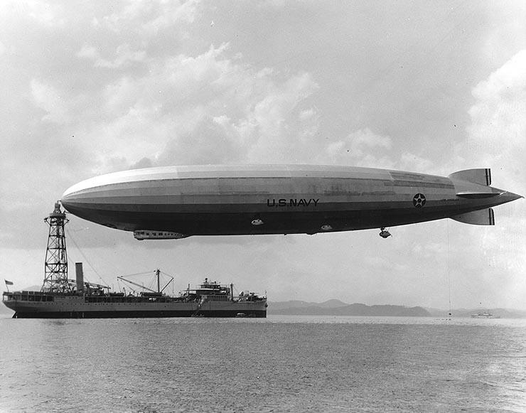 USS_Los_Angeles_moored_to_USS_Patoka%2C_1931