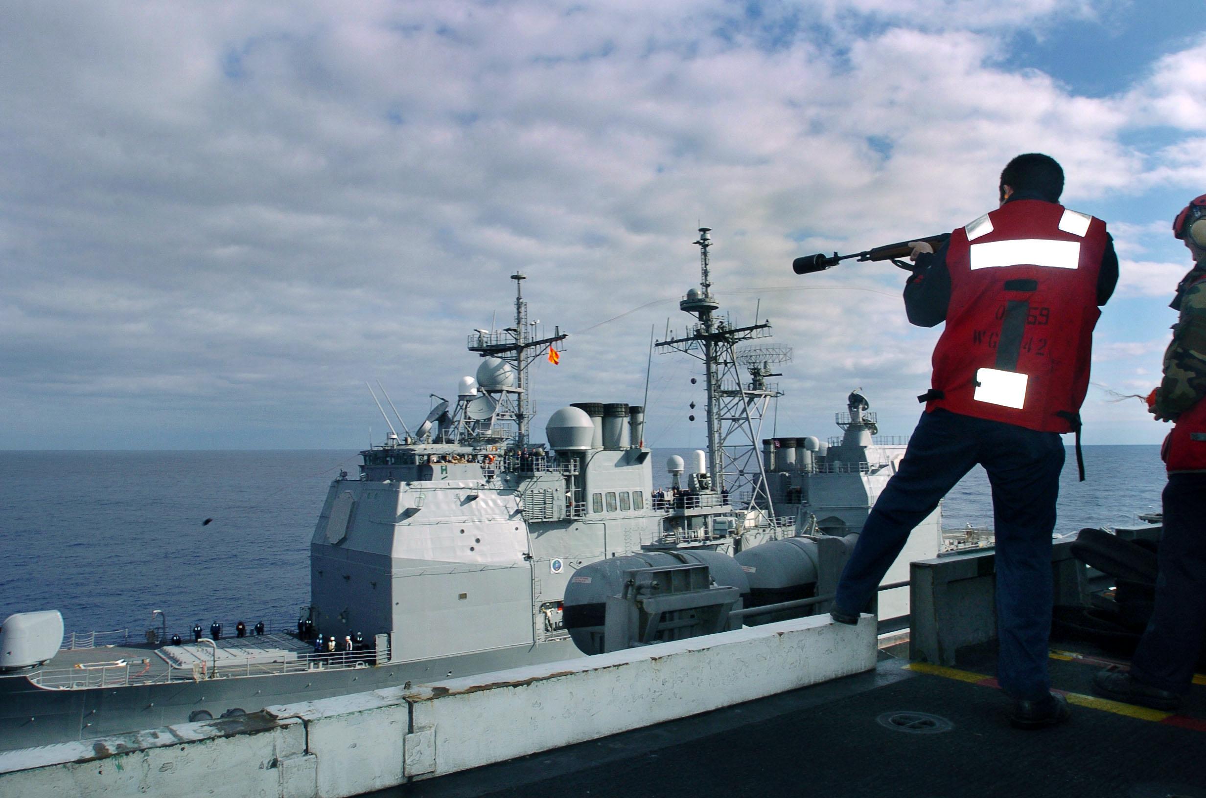 File:US Navy 040625-N-6213R-039 Gunner's Mate 2nd Class Ben White ...