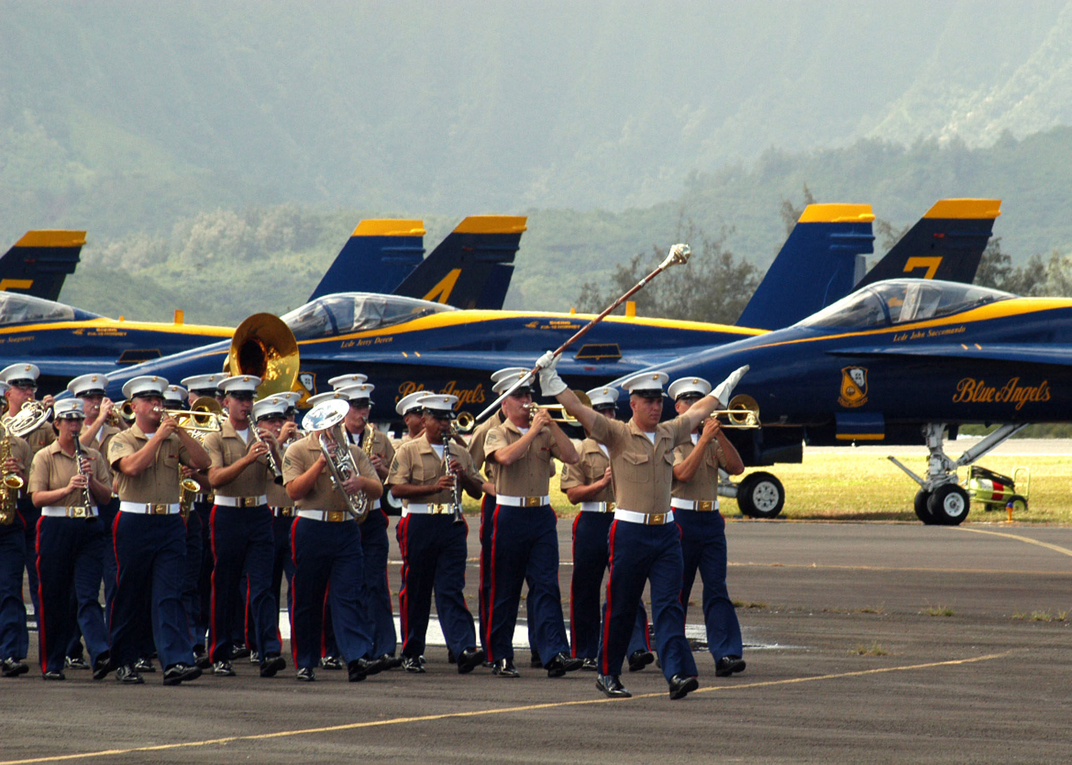 File:US Navy 041009-N-4995T-052 The U.S. Marine Corps band ...