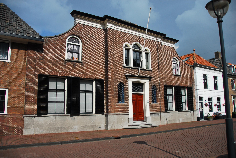 Herenhuis in klundert monument - Huis ingang ...