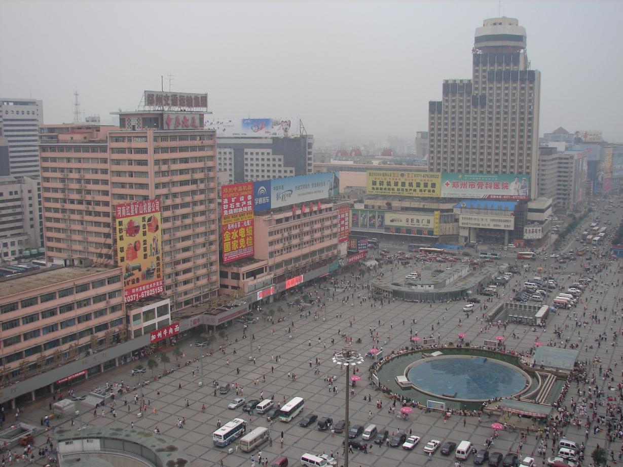http://upload.wikimedia.org/wikipedia/commons/f/f4/Zhengzhou_Railway_Square_2006.jpg