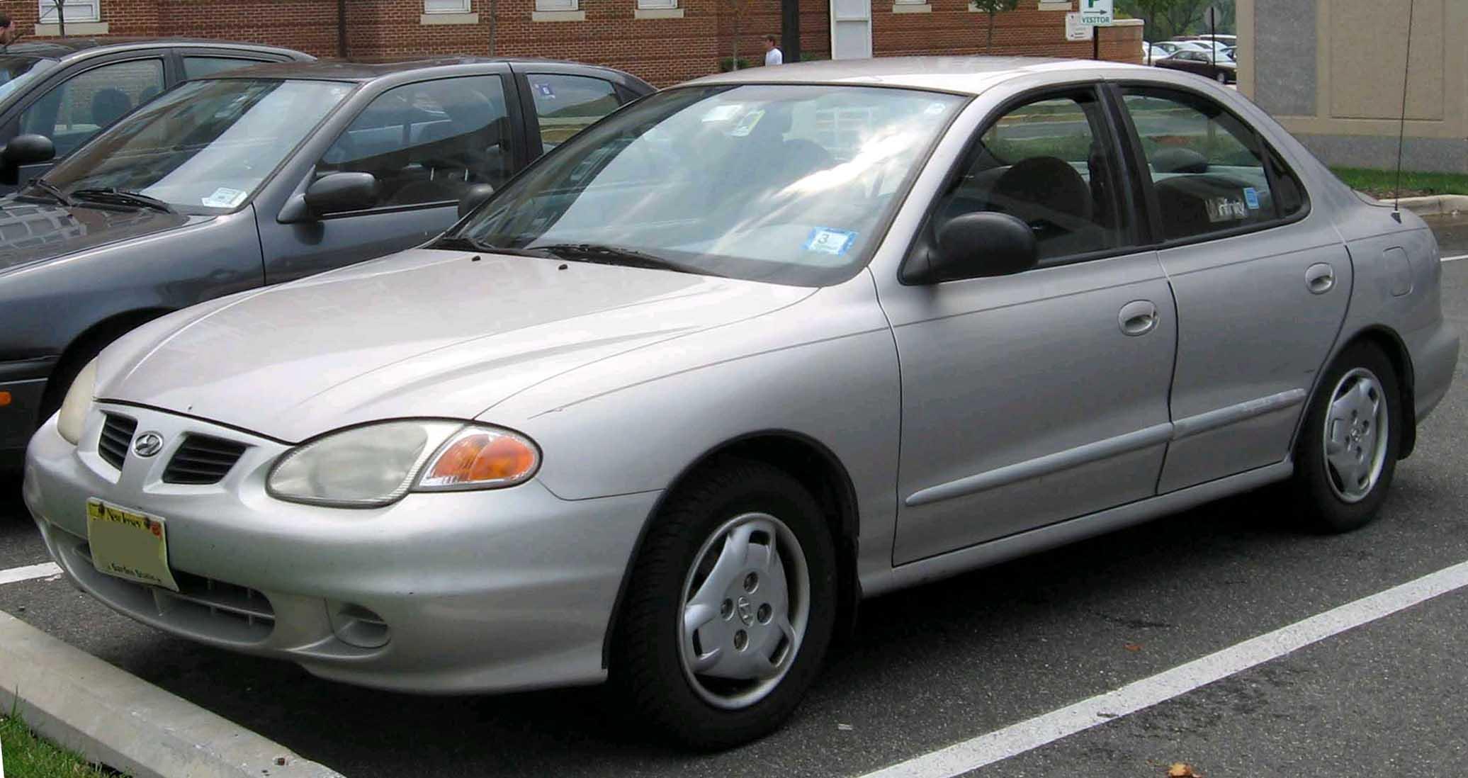 File:98-00 Hyundai Elantra Sedan.jpg - Wikimedia Commons