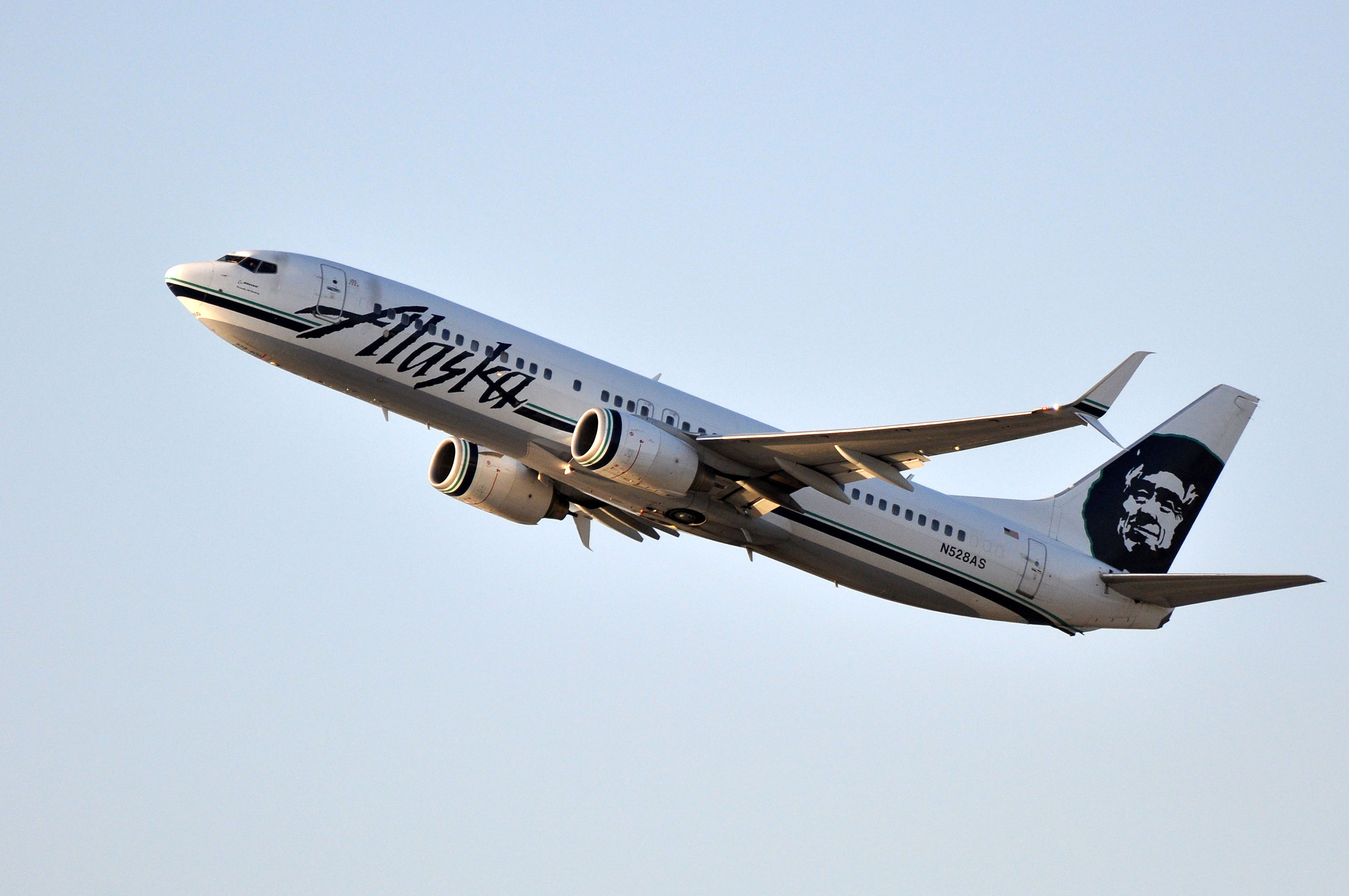 file alaska airlines boeing 737 800 n528as taking off from lax jpg rh  commons wikimedia org