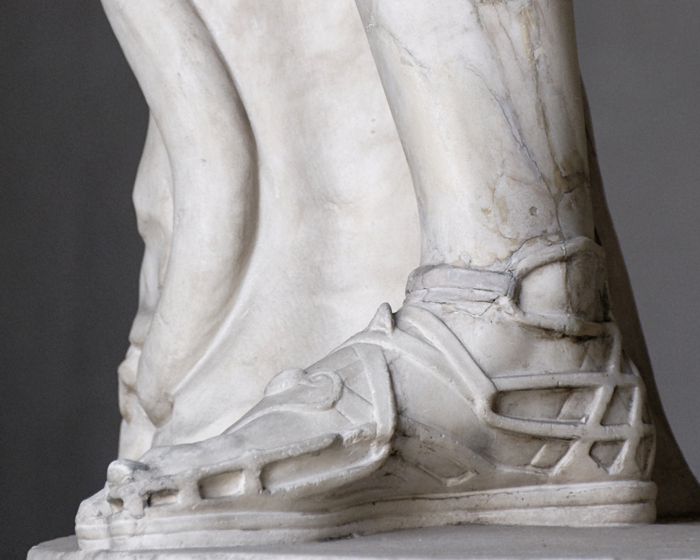 Roman sandal on Belvedere Apollo by Pio Clementino