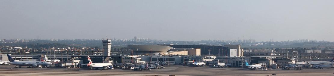 תמונה פנורמית של טרמינל 3 ממטוס ממריא (לצפיה יש להזיז עם העכבר את סרגל הגלילה בתחתית התמונה)