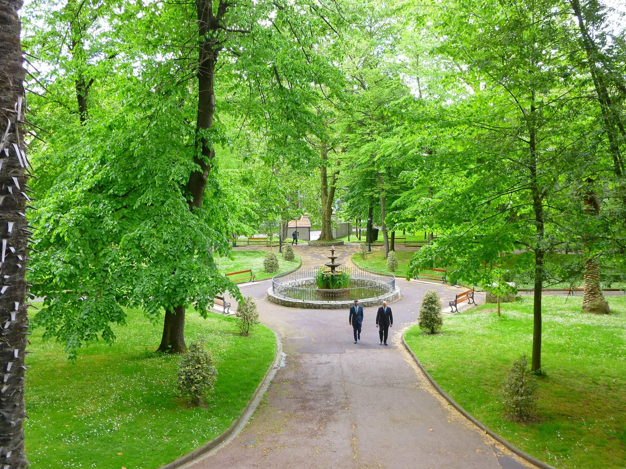 File bilbao jardines de la santa y real casa de la for Jardines de bilbao