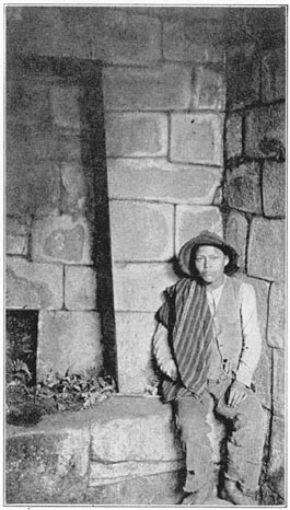 Martin Chambi (Peru), photo of a man at Machu Picchu, published in Inca Land. Explorations in the Highlands of Peru, 1922 Bingham1922 Mausoleo de Machu Picchu.jpg