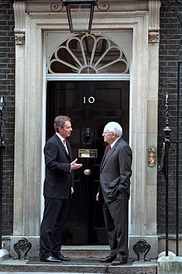 Tony Blair och USA:s vicepresident Dick Cheney utanför 10 Downing Street i mars 2002.