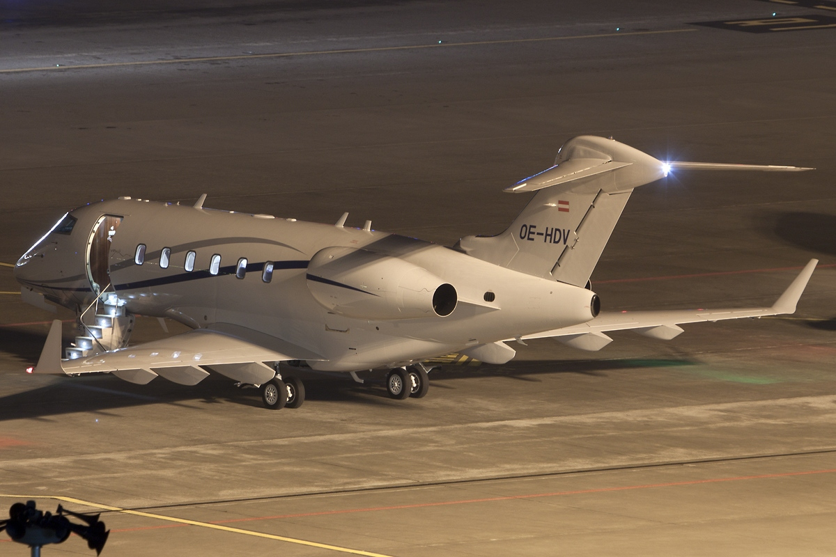 2015 Challenger >> File:Bombardier BD-100-1A10 Challenger 300, Amira Air ...