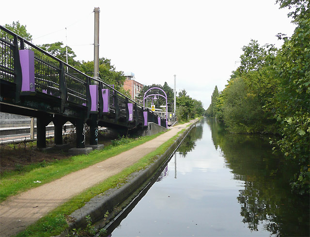 Bournville Station and the Worcester and Birmingham Canal - geograph.org.uk - 965663