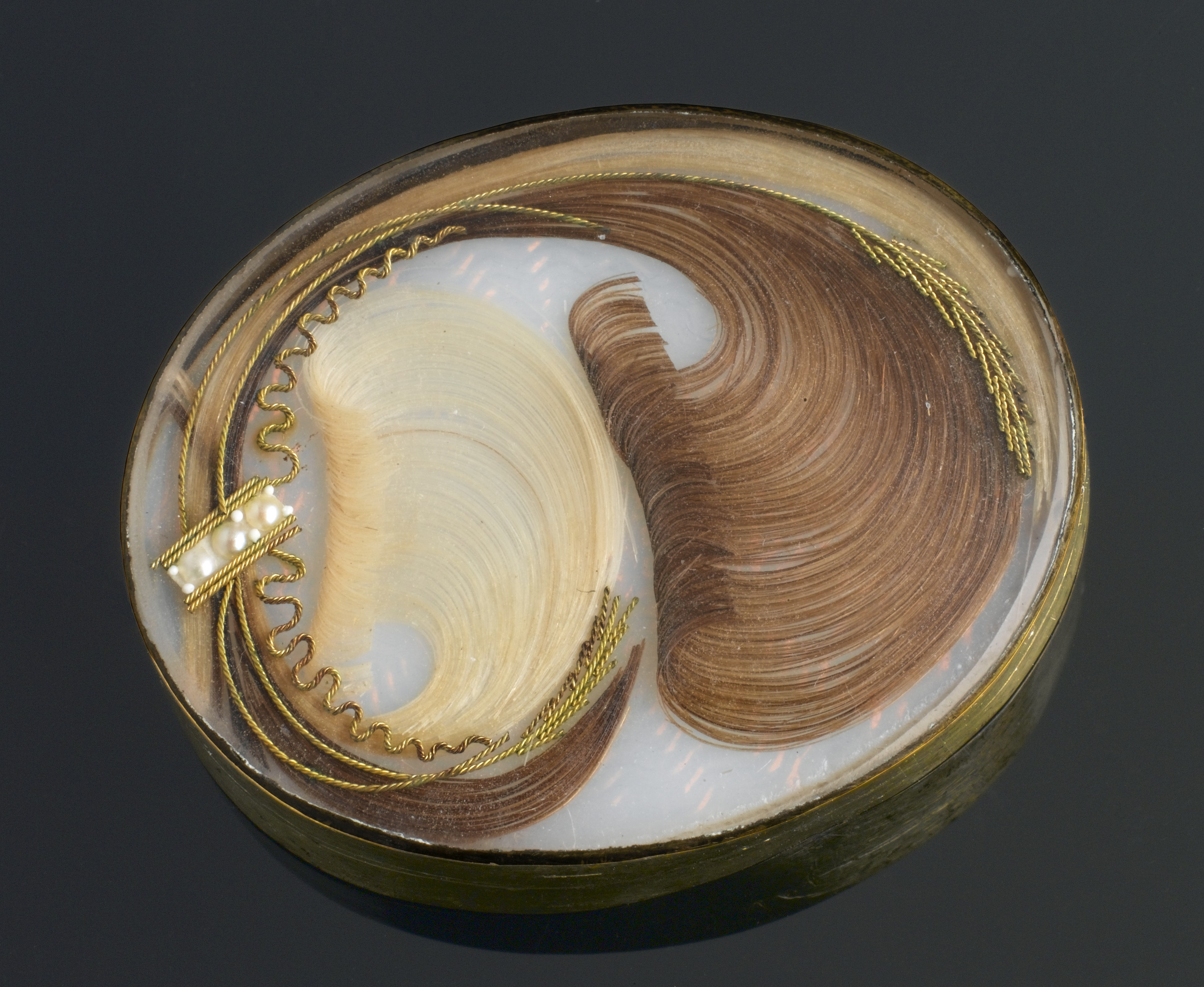 File:Brooch containing human hair, Europe, 1701-1900 Wellcome L0058632.jpg