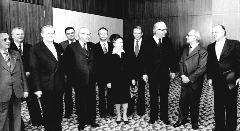 File:Bundesarchiv Bild 183-T0306-0025, Berlin, Empfang Kirchenleitung bei Honecker.jpg