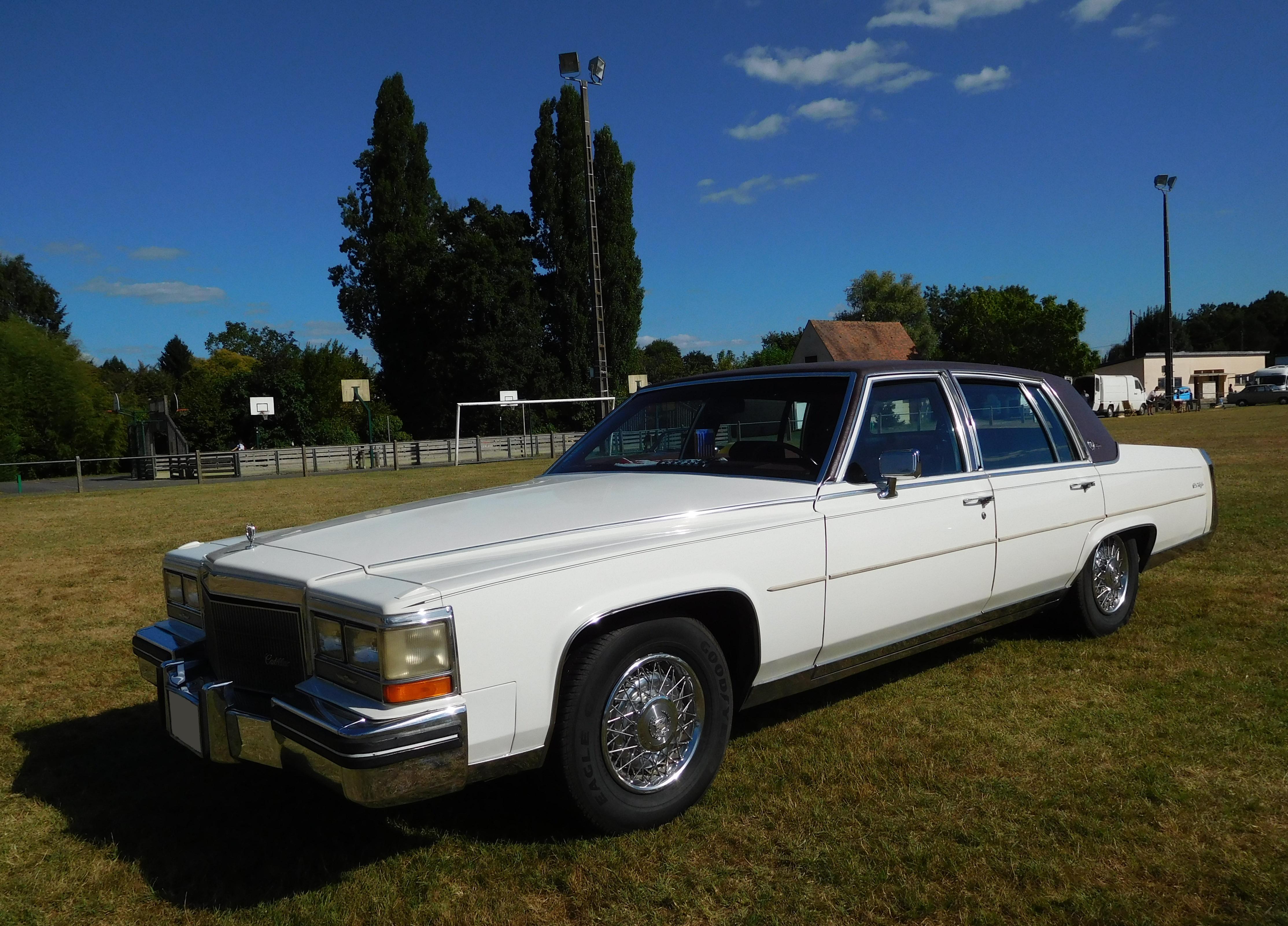 File Cadillac Fleetwood Brougham 5 Wikimedia mons
