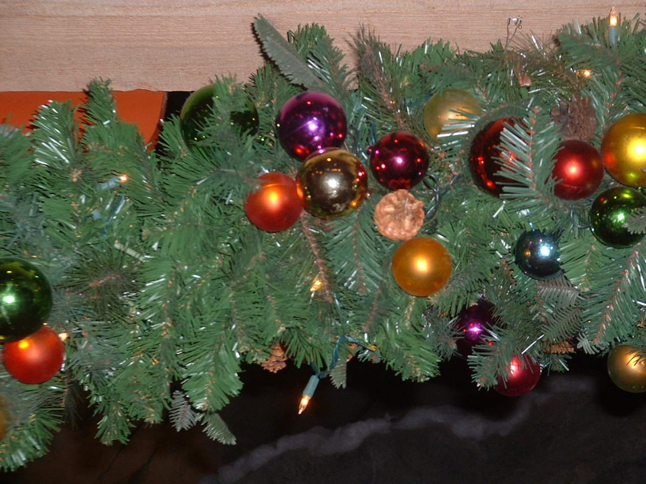 File Christmas Garland Ornaments Jpg Wikimedia Commons