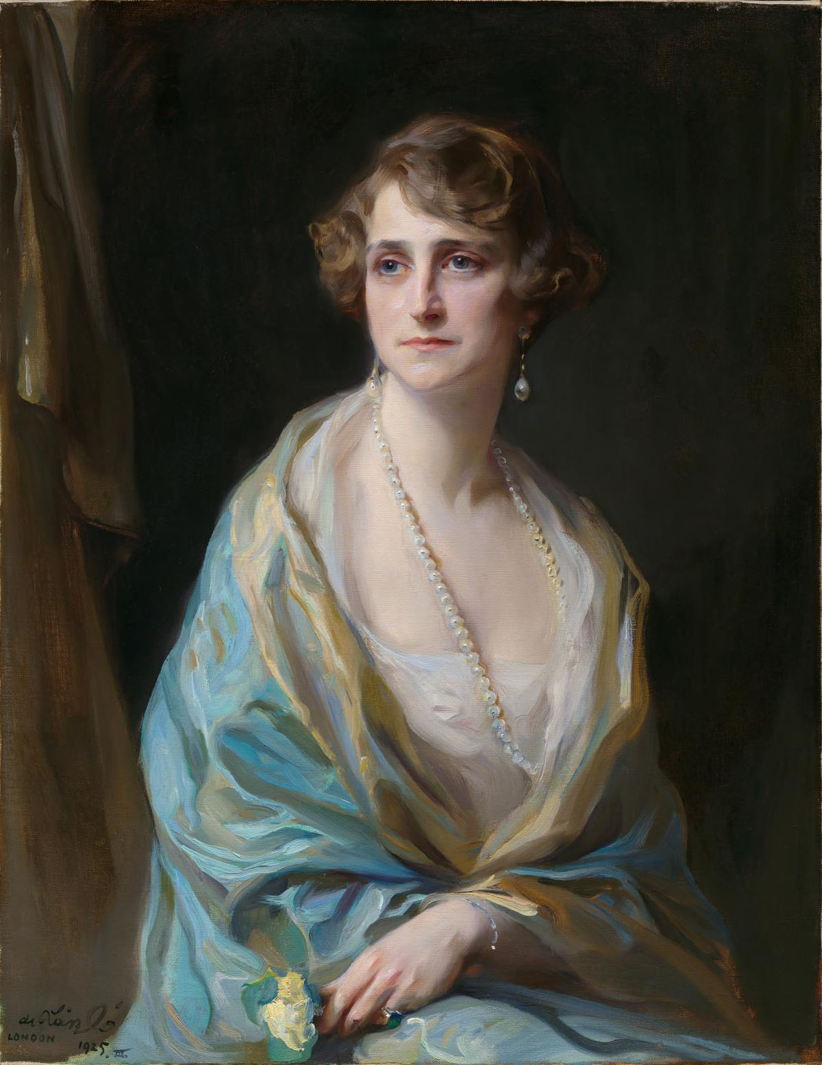 https://upload.wikimedia.org/wikipedia/commons/f/f5/Clarice_de_Rothschild.jpg