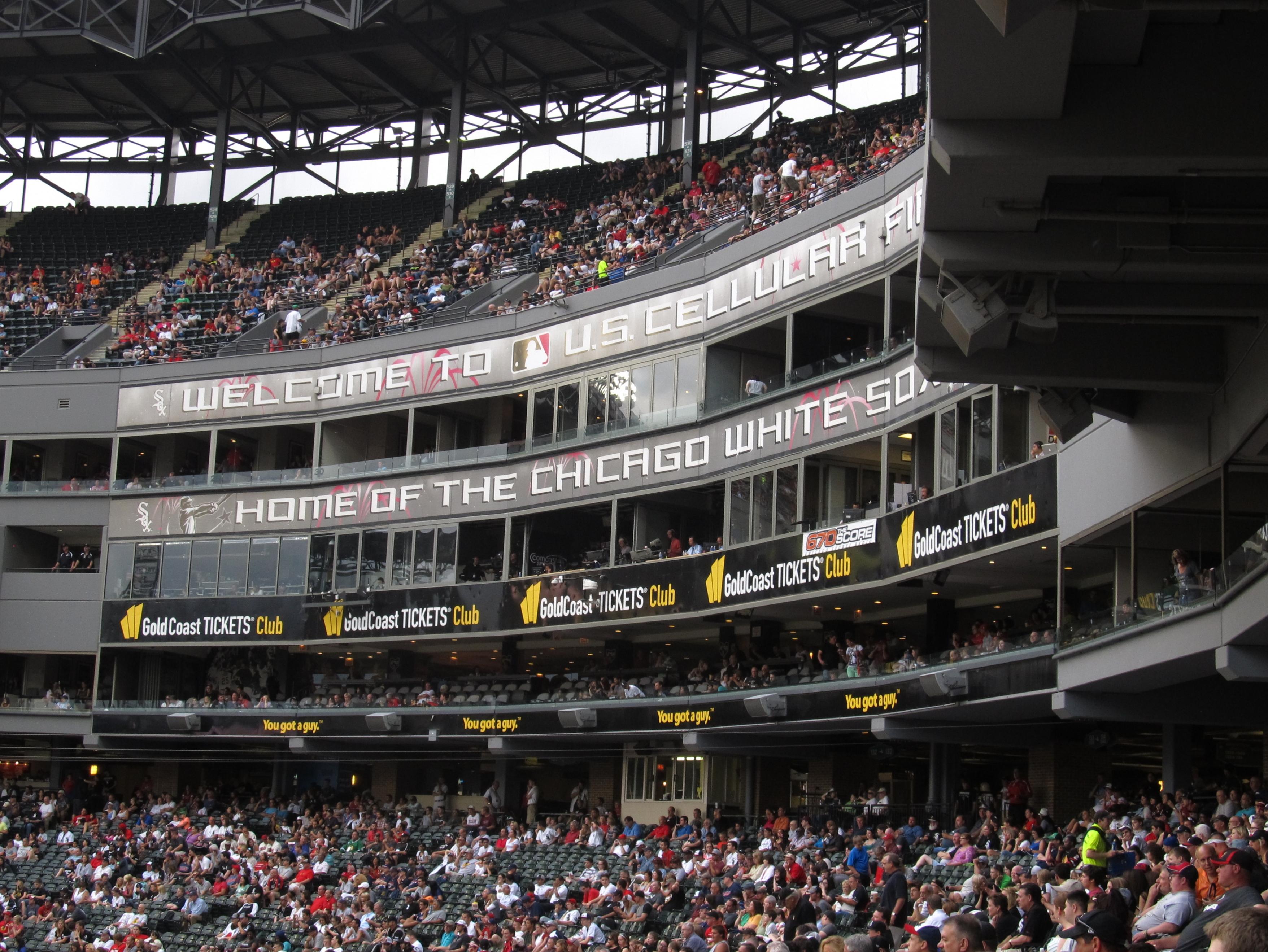 File:Cleveland Indians v. Chicago White Sox, U.S. Cellular ...