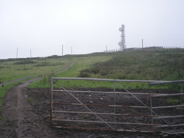 File:Comms towers on the hill - geograph.org.uk - 912183.jpg