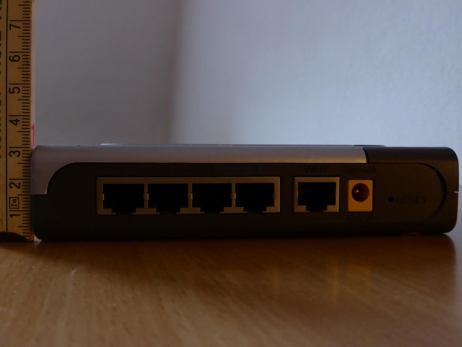 File:D-link-604-dsl-router-back jpg - Wikimedia Commons