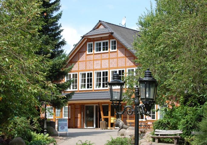 Datei:Eingang Wildpark Schwarze Berge.jpg