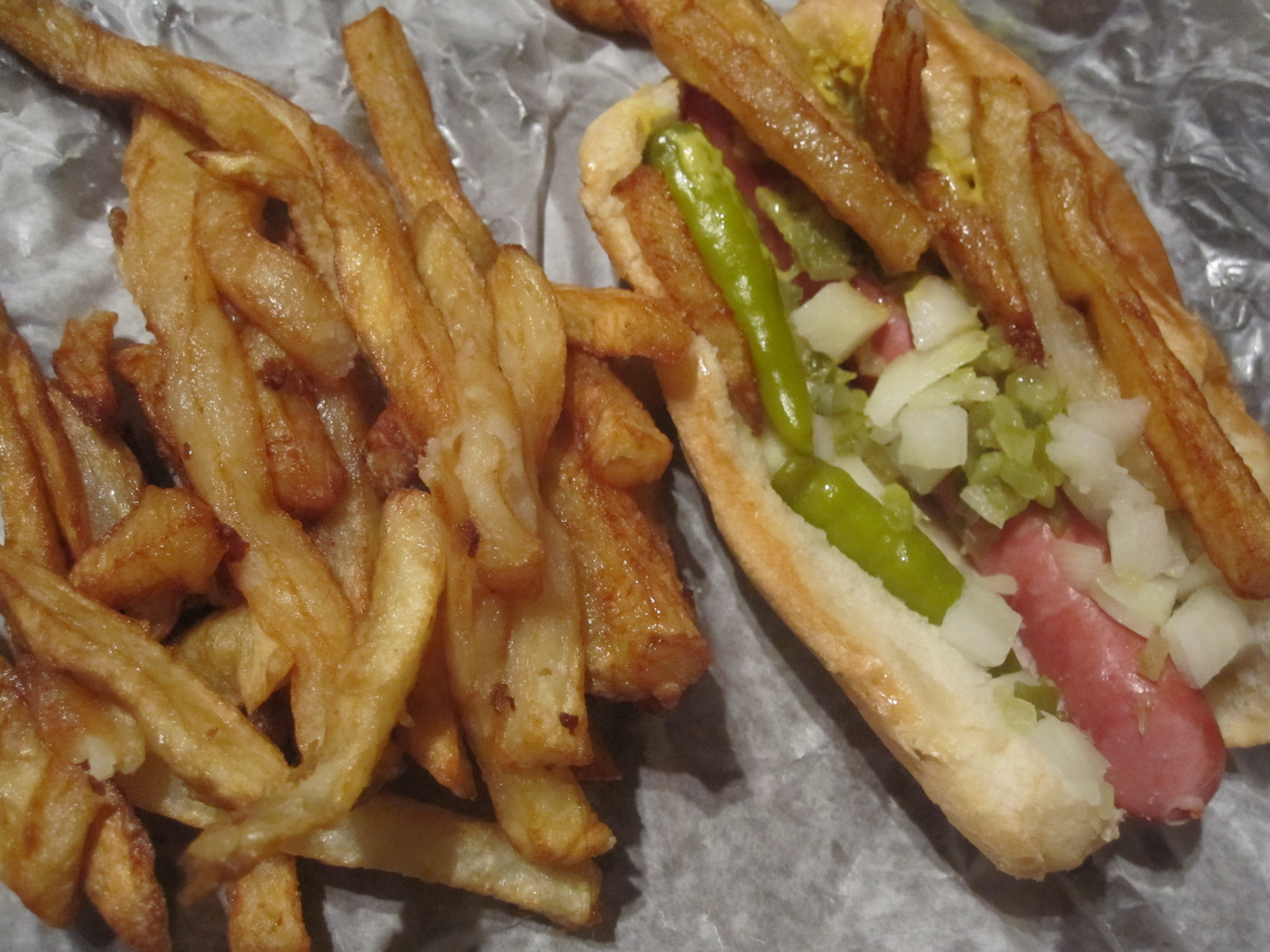 File:Gene and Judes Hot Dog.jpg - Wikimedia Commons