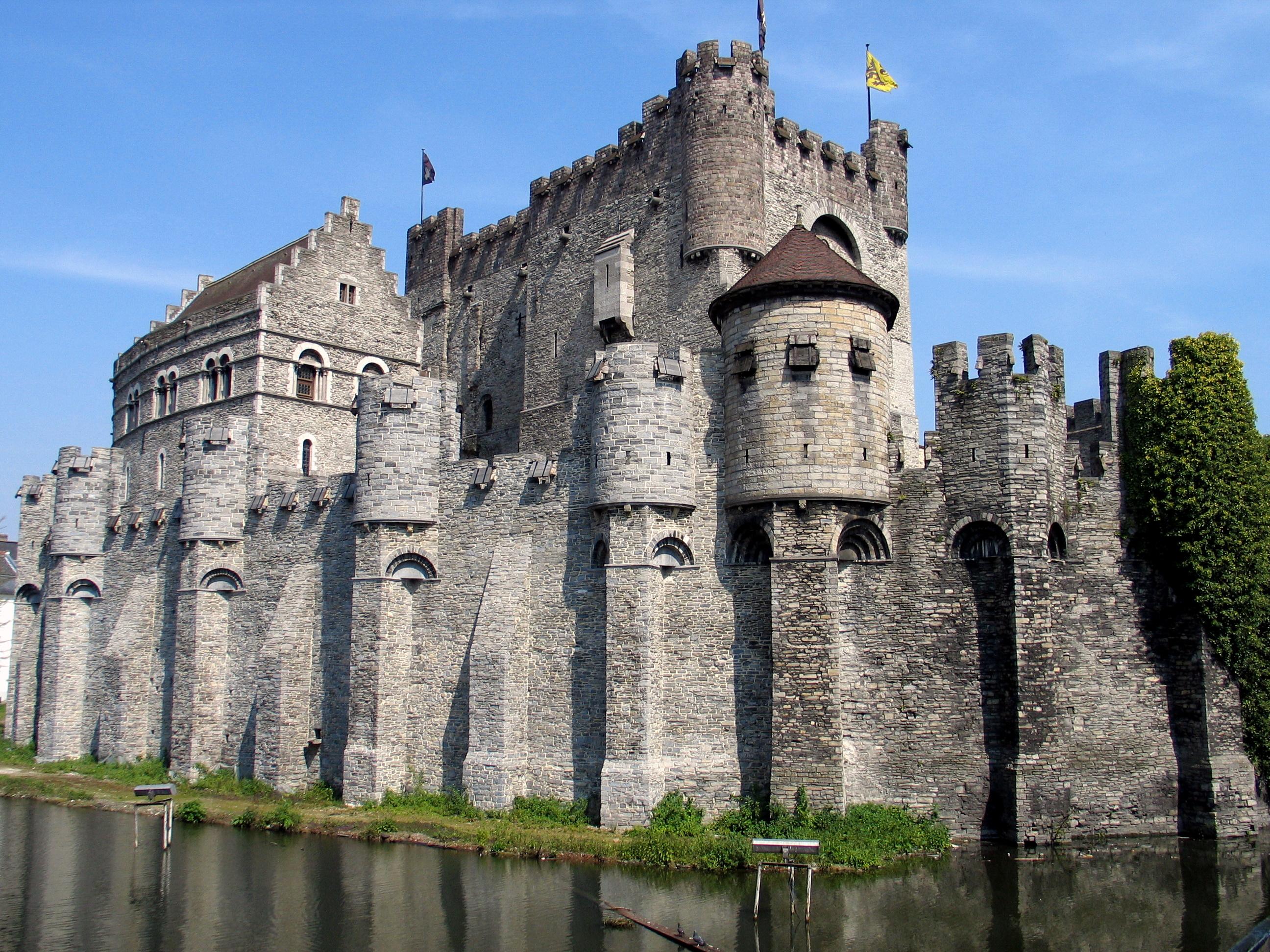 Castillo de los Condes de Gante - Wikipedia, la enciclopedia libre