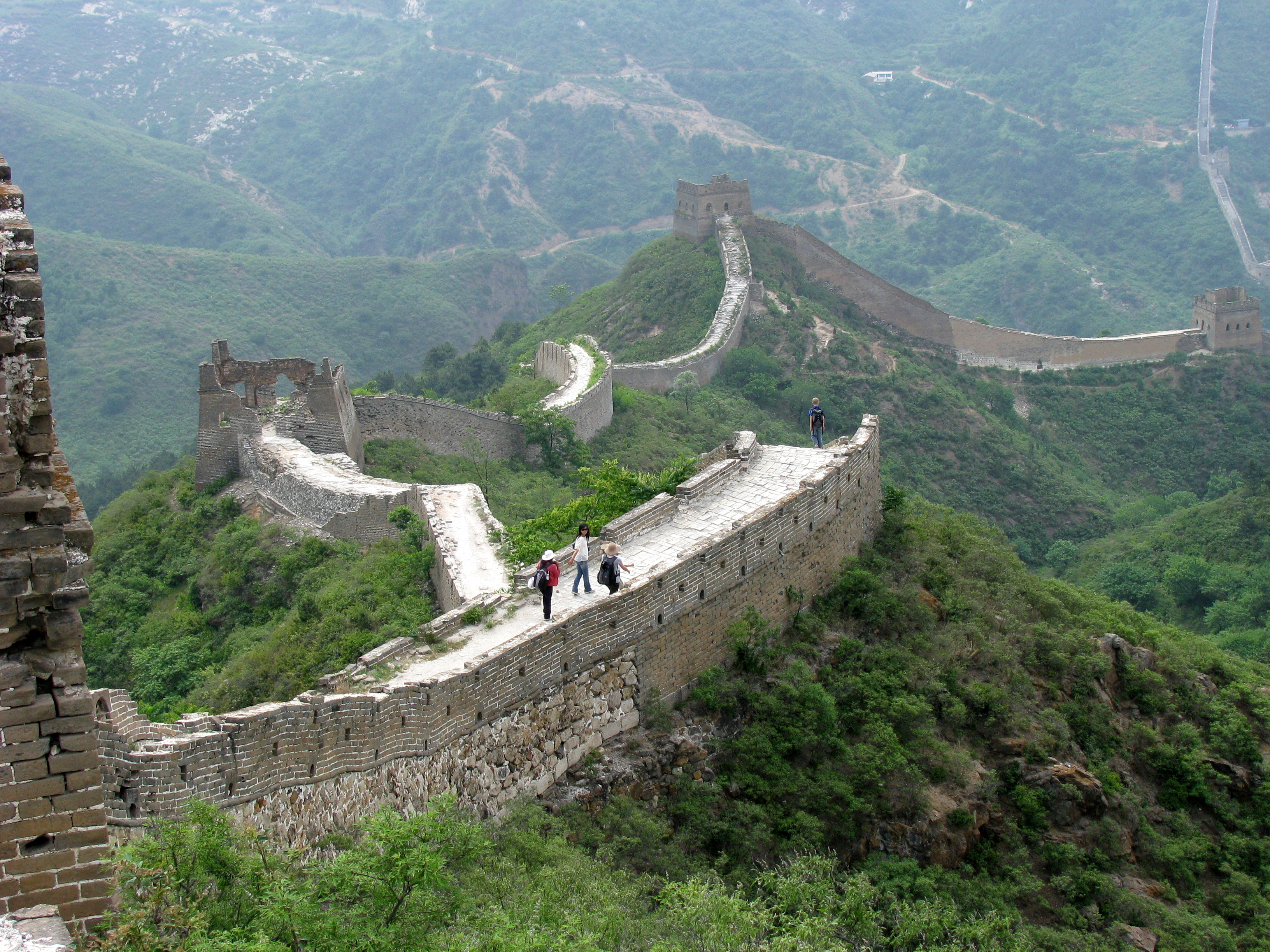a history and description of the great wall of china Includes pictures of the great wall of china and important people includes ancient accounts and descriptions of the construction of the great wall of china includes footnotes and a bibliography for further reading includes a table of contents this territory is occupied by wandering tribes.