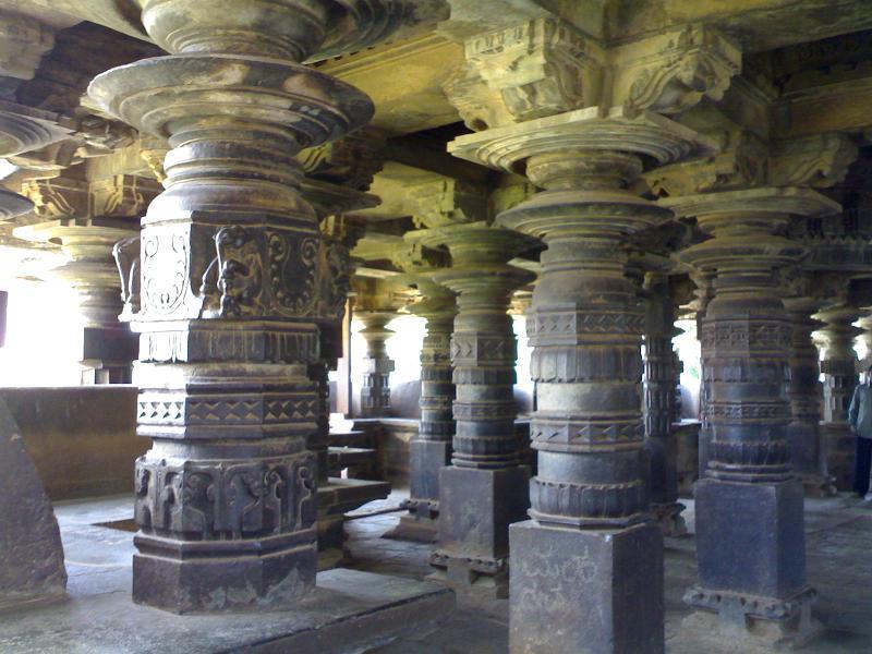 Pillars at Hangal Tarakeshwara temple