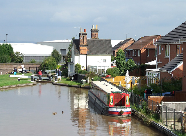 Housing by Wardle Lock, Shropshire Union Canal, Middlewich - geograph.org.uk - 578027