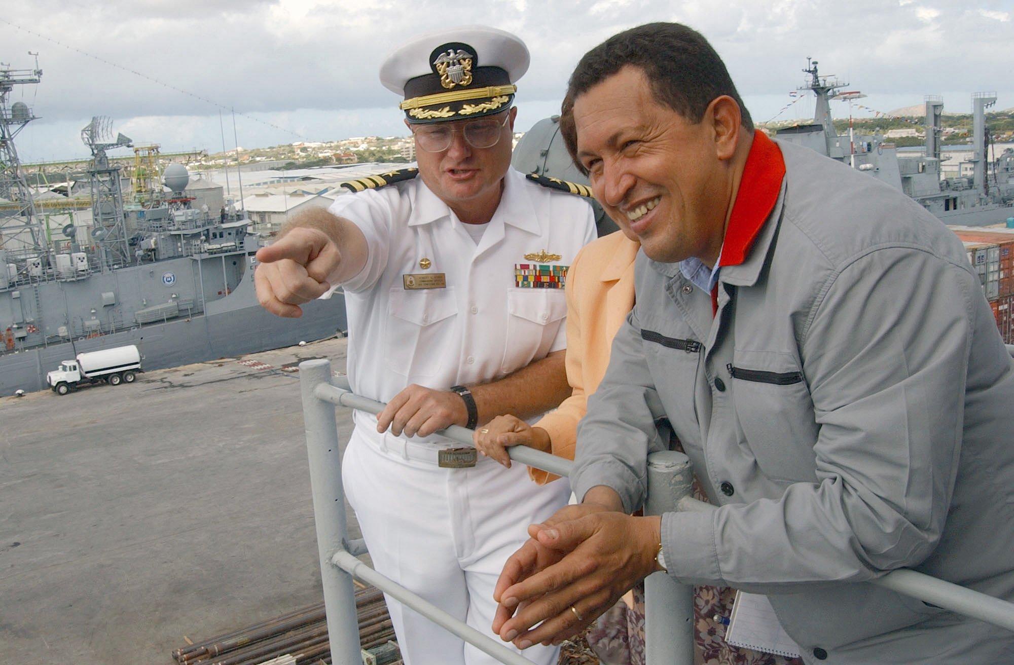 Hugo Chávez a bordo del USS Yorktown (CG-48).