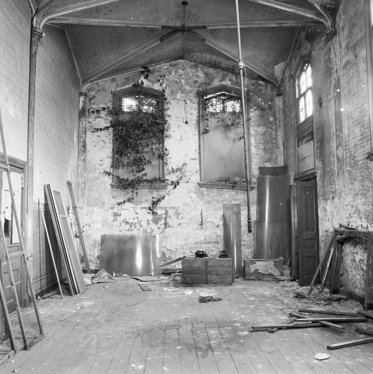 File interieur van voormalige kerk resten van for Binnen interieur