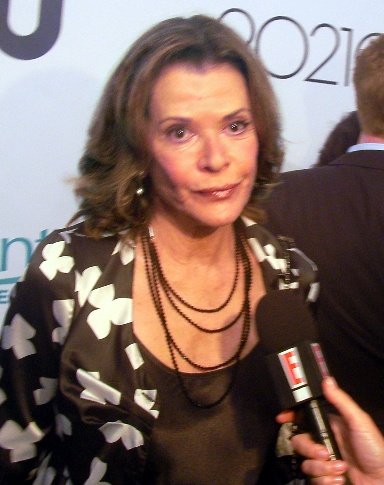 The 77-year old daughter of father David Walter and mother Esther Walter Jessica Walter in 2018 photo. Jessica Walter earned a  million dollar salary - leaving the net worth at 18 million in 2018