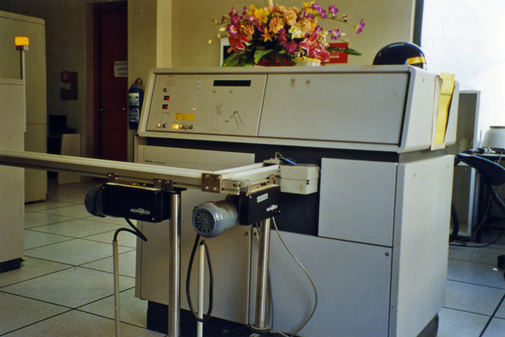 Online X-ray diffraction with automatic sample feed for free calcium oxide measurement