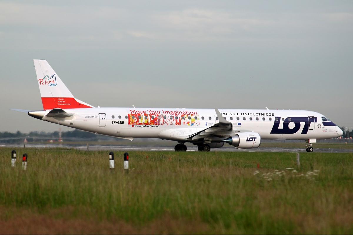 LOT_Embraer_ERJ-190-200LR_195LR_Jager.jpg