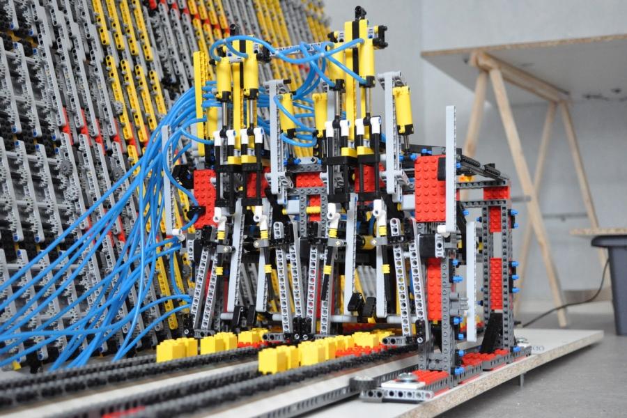 File:Lego Turing Machine Read and write head jpg - Wikimedia Commons