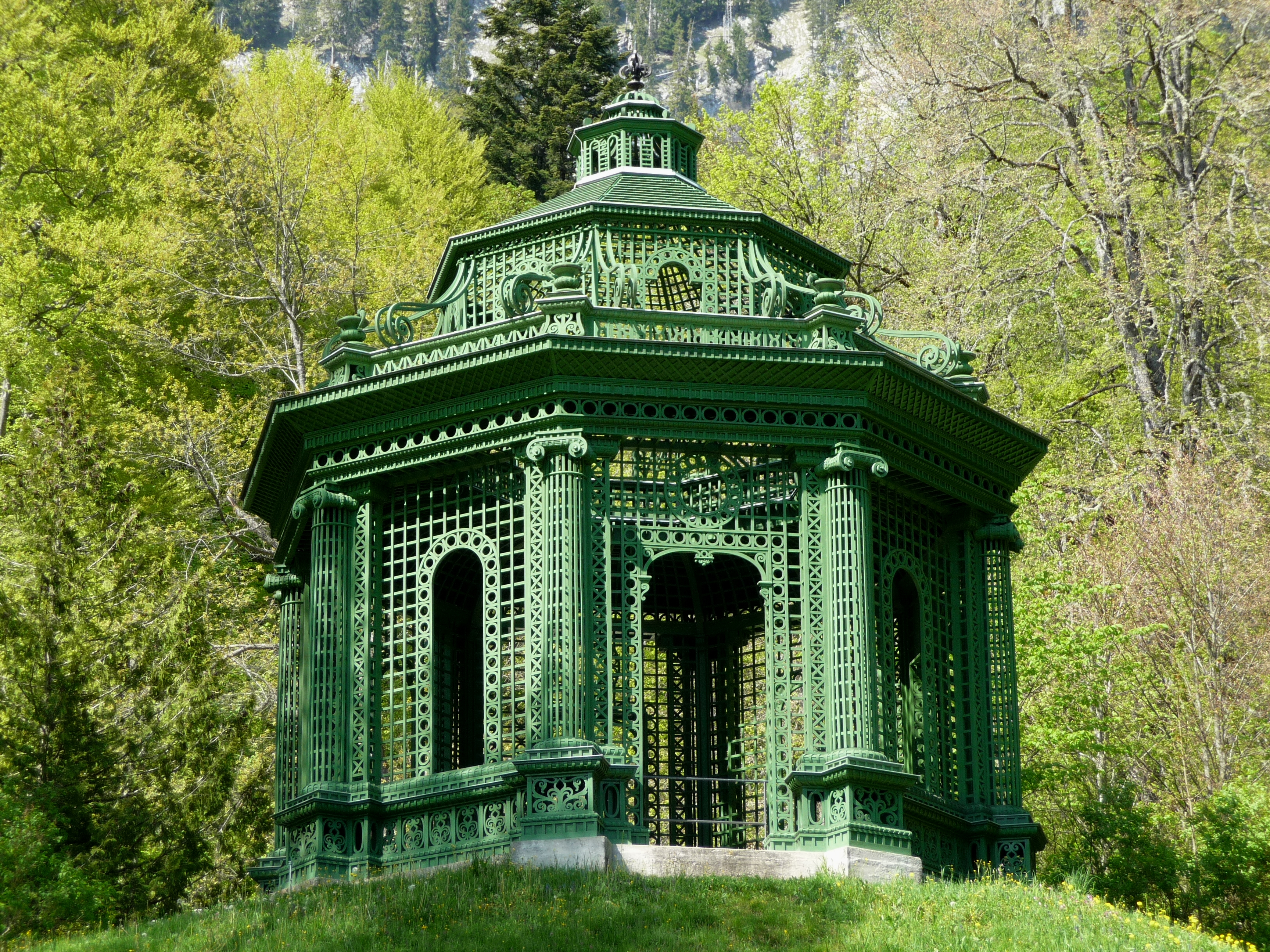 File:Linderhof Palace Music Pavilion Outside 2011.jpg - Wikimedia ...