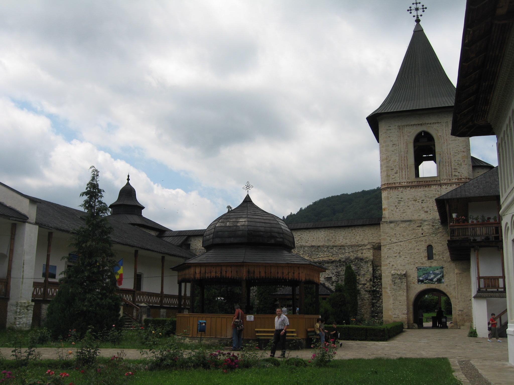 Fişier:Mănăstirea Secu6.jpg