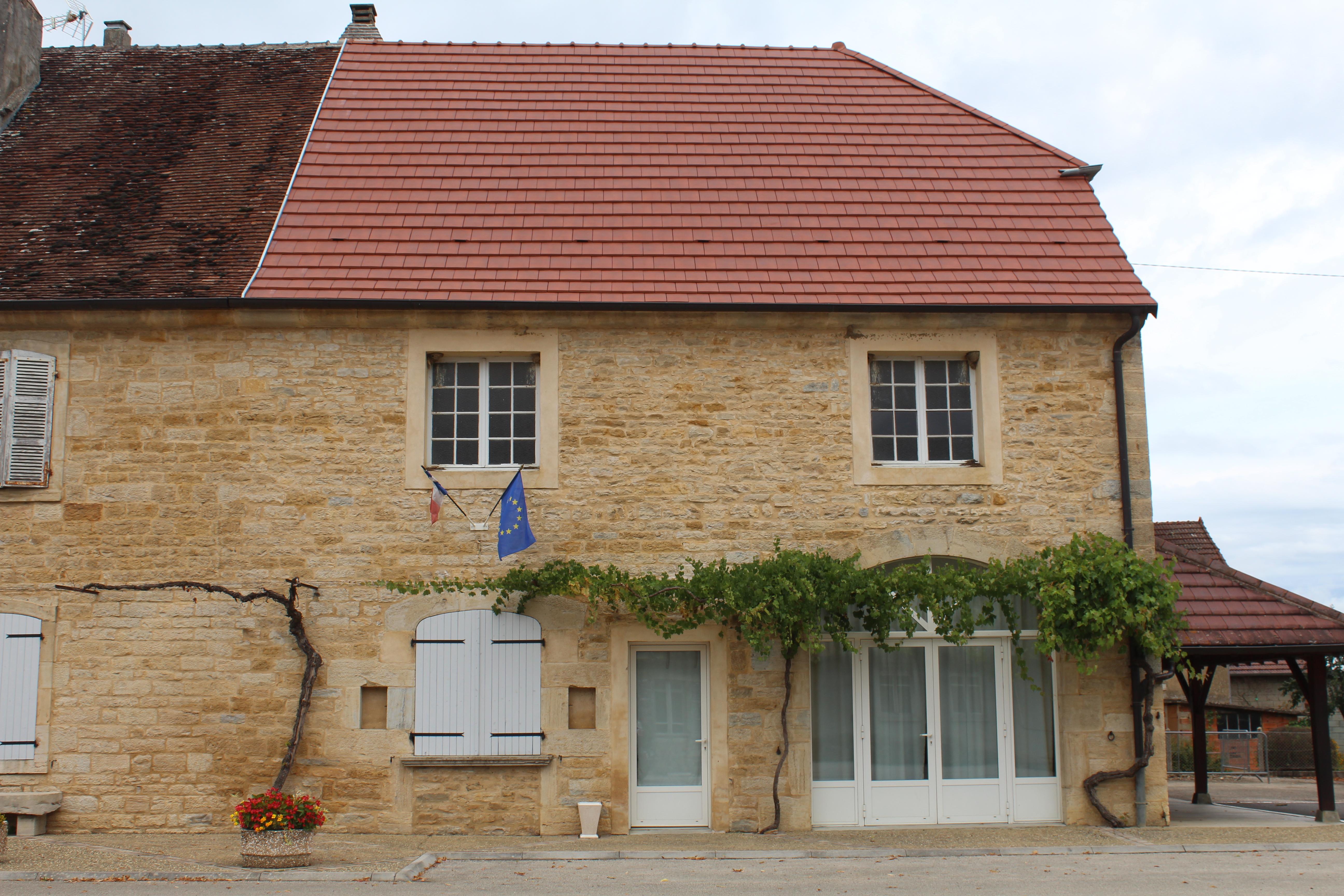 La Maison Du Bois Clairvaux colonne - wikipedia