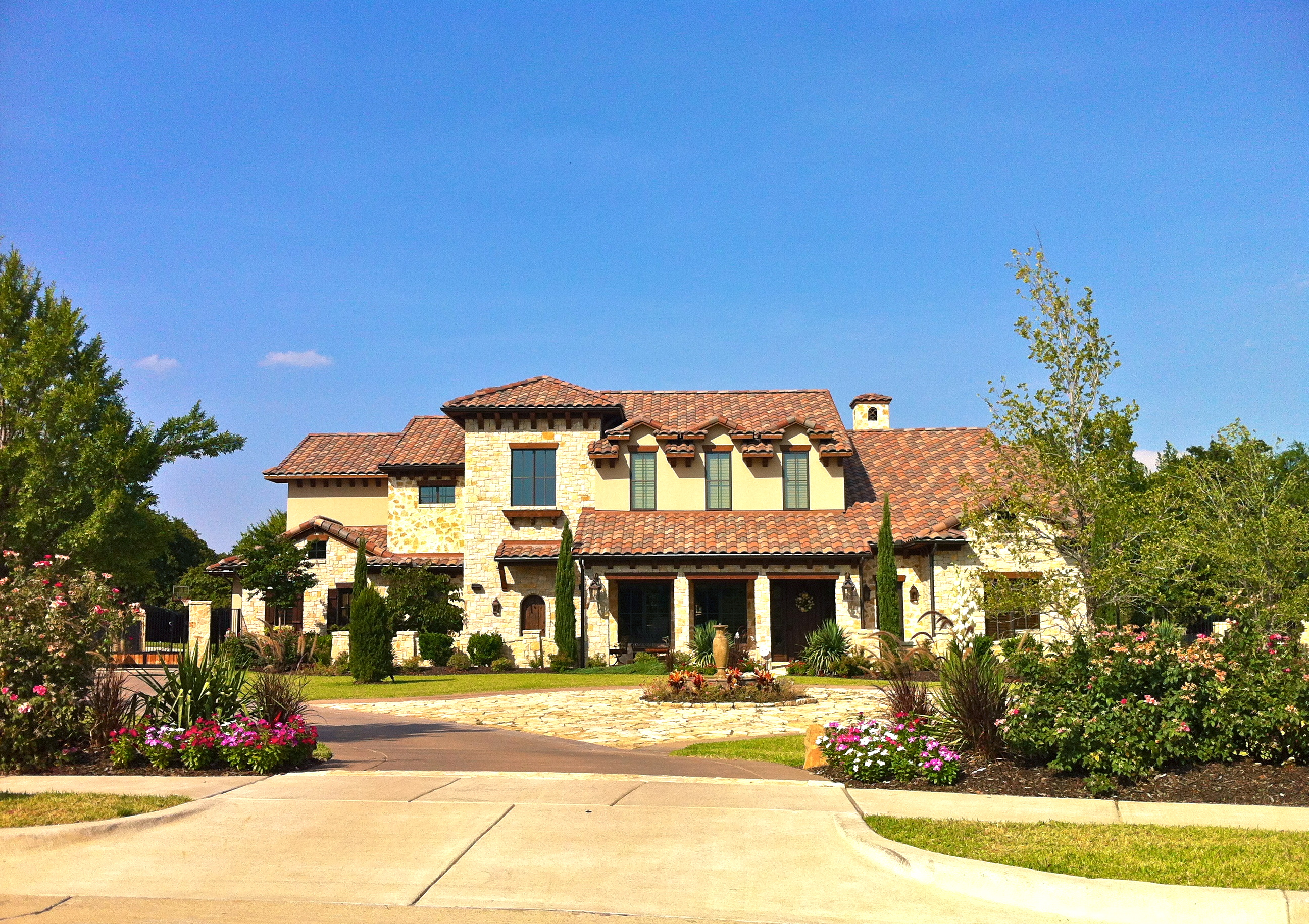File:Mediterranean house in Southlake.JPG - Wikimedia Commons