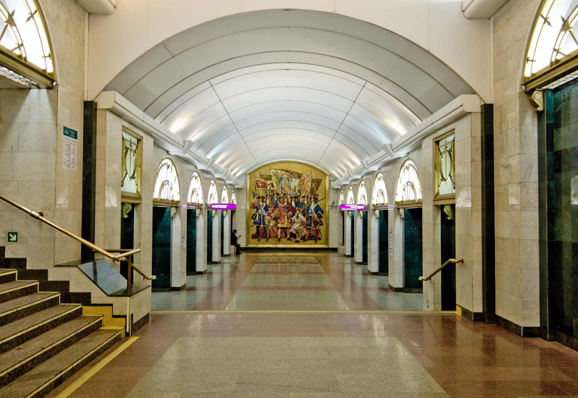 Metro SPB Line5 Zvenigorodskaya.jpg