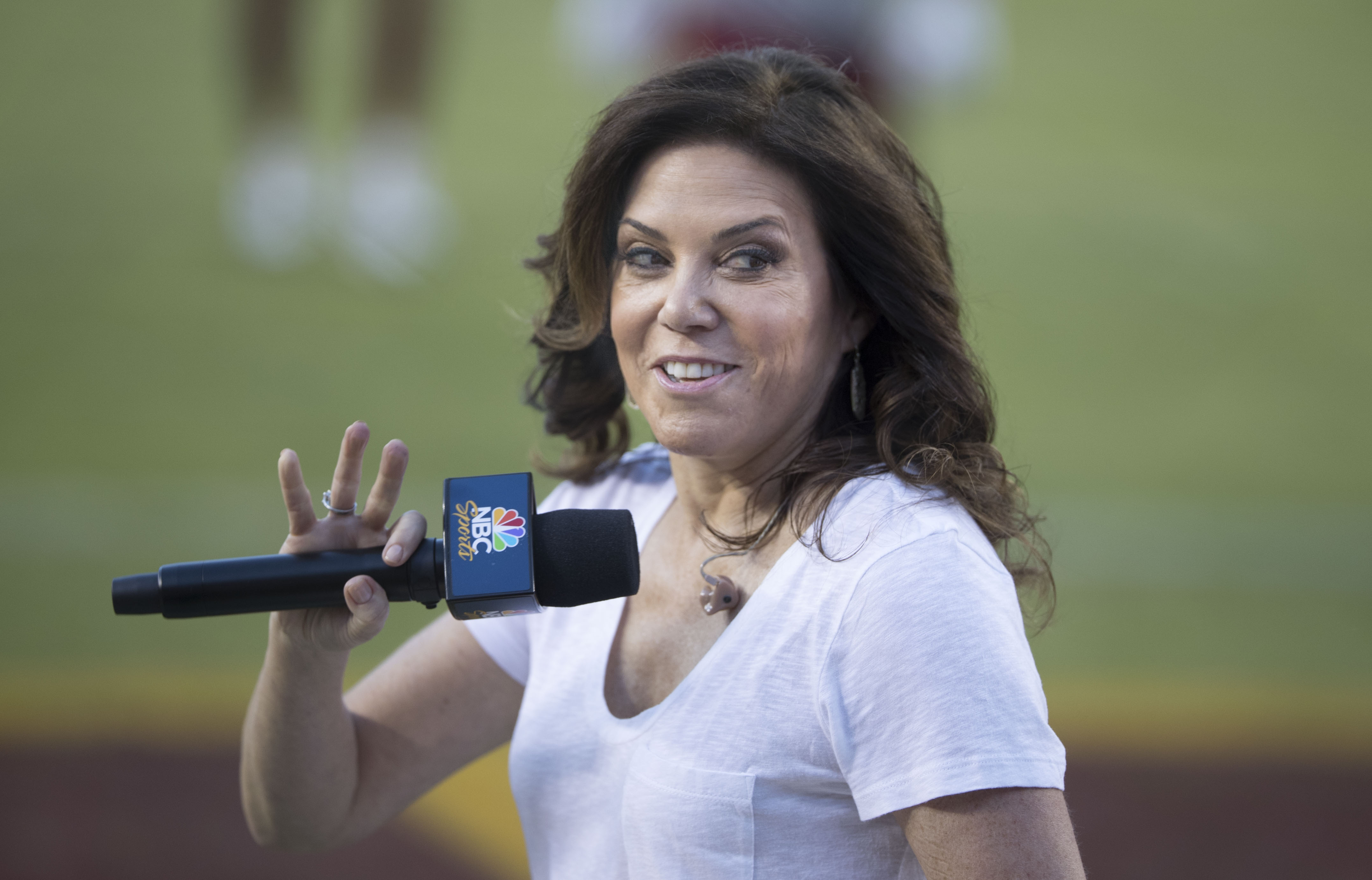 The 53-year old daughter of father (?) and mother(?) Michele Tafoya in 2018 photo. Michele Tafoya earned a 0.2 million dollar salary - leaving the net worth at 2 million in 2018