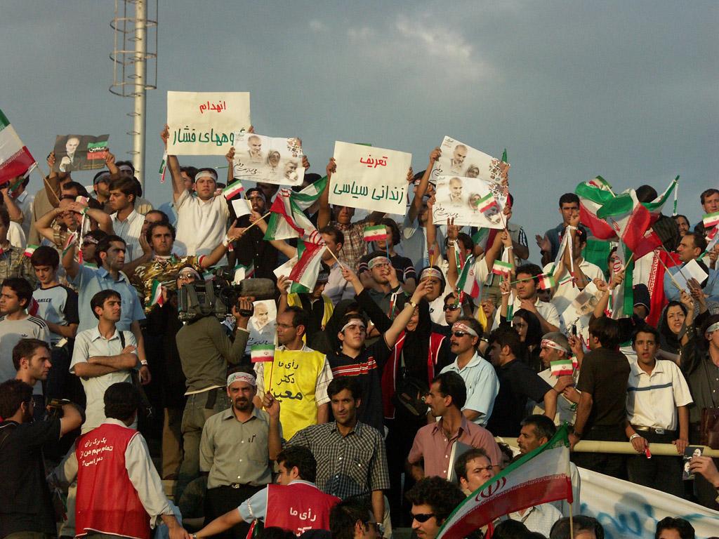 Anhänger Mostafa Moins bei einer Kundgebung für Menschenrechte 2005